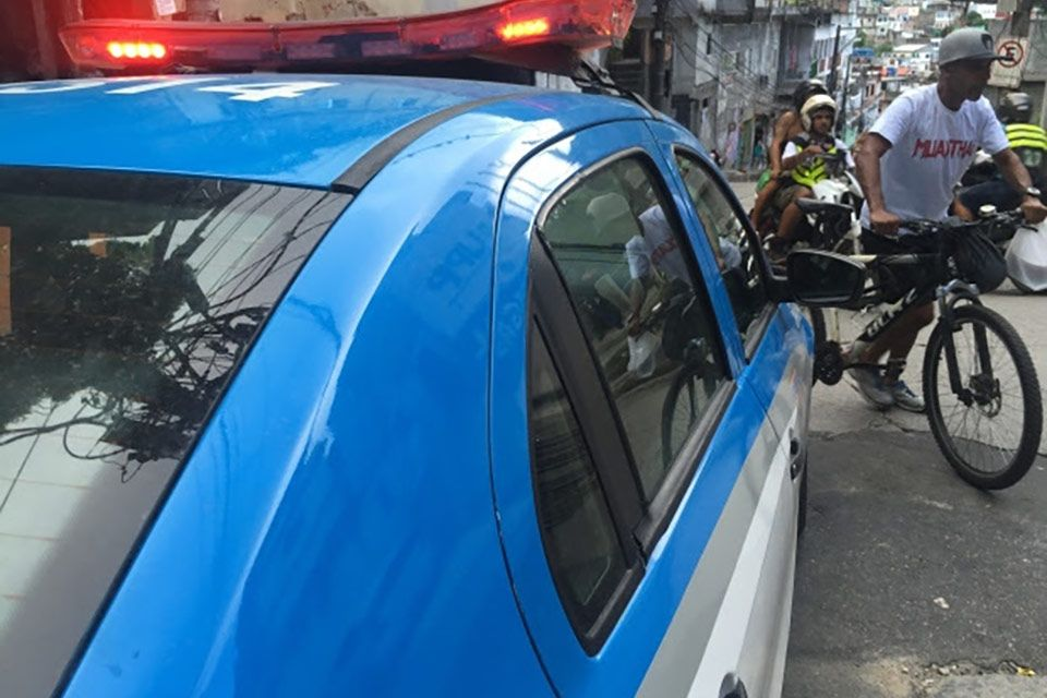Activists say confrontations with police have increased due to the flood of officers into the favelas before and during the Olympics. (Kim Brunhuber/CBC)
